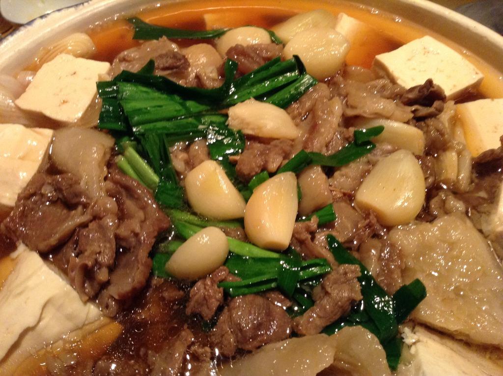 青森県田子町、ニンニクの産地の鍋には鍋の具材としてニンニクがゴロゴロ。この時期身体の芯から温まります。