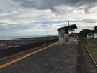 ■雲仙市、島原鉄道の古部駅。潮が引いています。