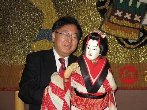 南あわじ市で人形浄瑠璃にチャレンジする早野透さん
