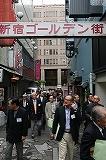 01フォーラム歌舞伎町歩く