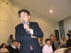 スローライフフォーラムin淡路島で発言する早野透さん