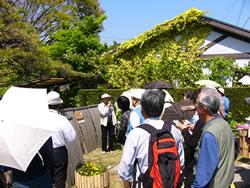 花歩き市民ガイド風景